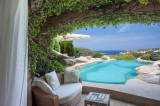 Holidays. Vips and millionaires choose Sardinia
