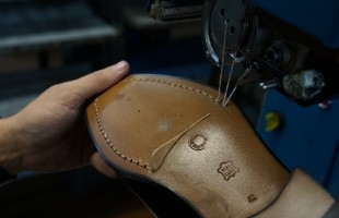 This is how 'shoe tailors' make (to the millimetre) made-to-measure footwear